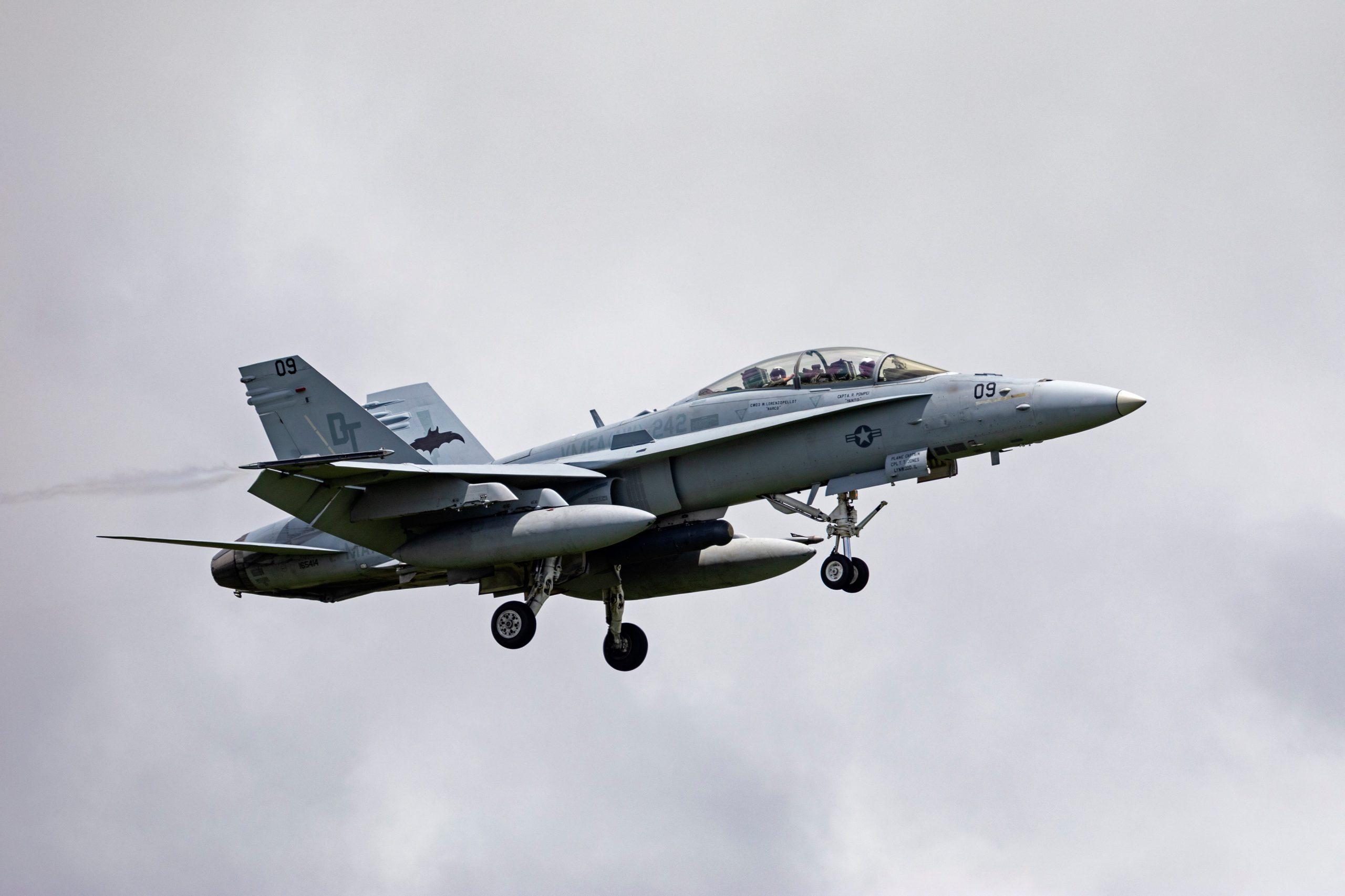日食見てたら戦闘機? 米軍機が低空飛行 岩国基地へ帰還の機体か ...